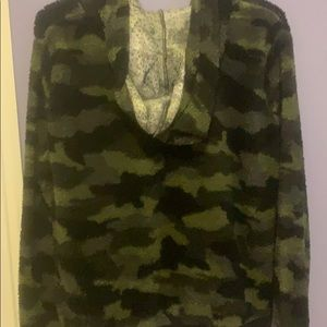 Jackets & Coats - Camouflage soft and fluffy hoodie